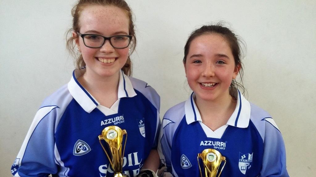 Cailini Dúbailte faoi 13 - 1ú áit: Katie Breathnach agus Riona Howlin, Scoil Sailearna, Indreabhán.
