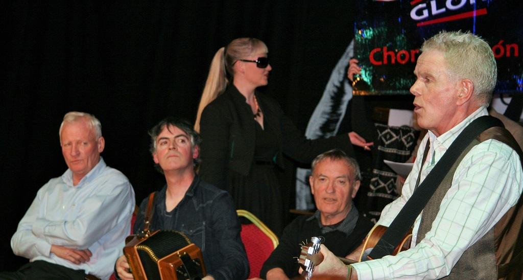 Gearóid Ó Murchú ag Canadh - Scoraíocht Chor na Rón