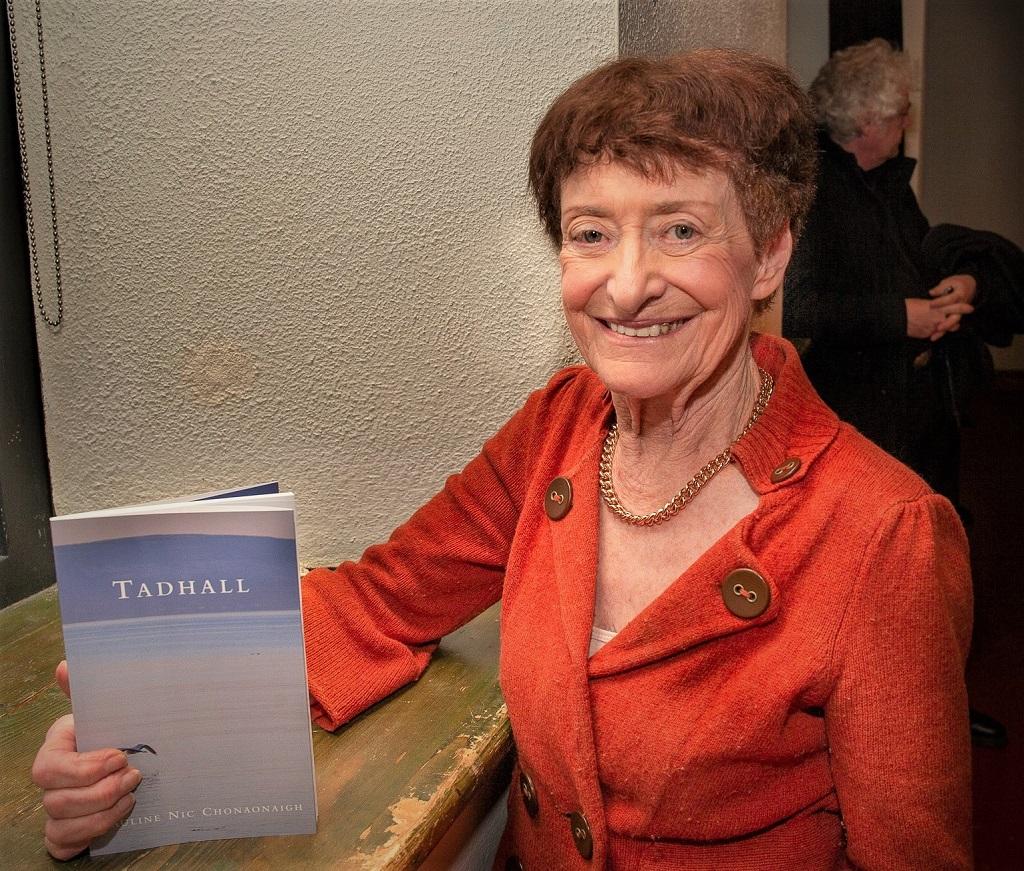 Pauline Nic Chonaonaigh lena leabhar nua filíochta, Tadhall, foilsithe ag Cló Iar-Chonnacht