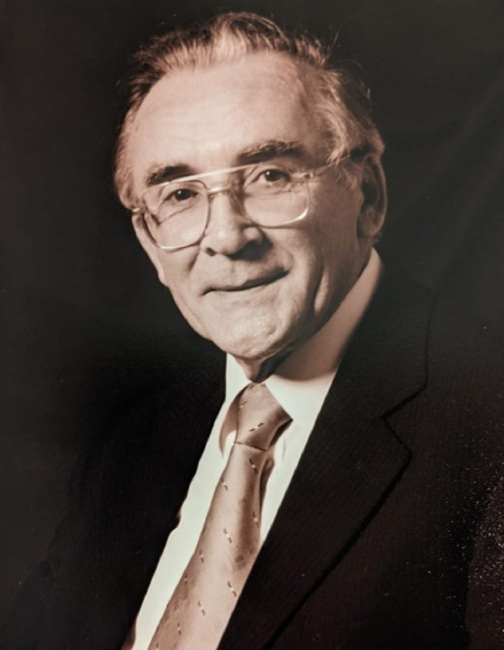 Dr Mac Cuinneagáin